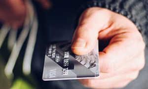 В чем заключаются минусы и плюсы карточки